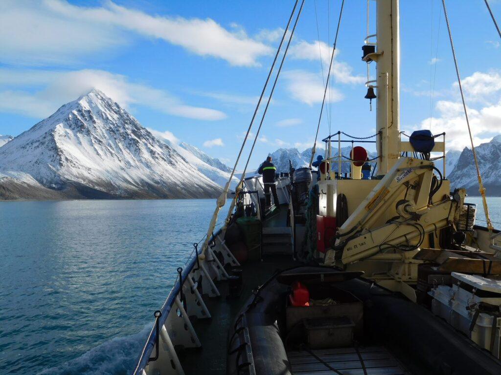 Entering Magdalenefjorden